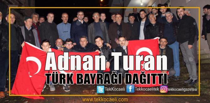 İlk Kez Oy Kullanacak Gençlere Türk Bayrağı Verdi