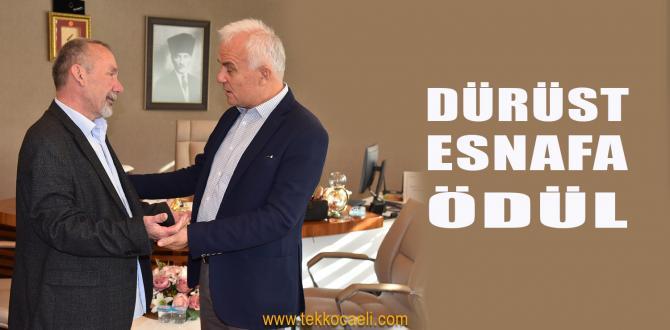 Başkan Hürriyet'ten Dürüst Esnafa Hediye