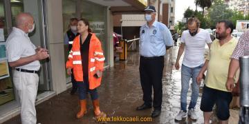 Şiddetli Yağış'da Vatandaşın Yanına Koştu