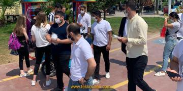 Vatandaşlardan CHP'li Gençlere Tebrik Yağmuru