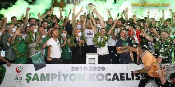 Kocaelispor Şampiyonluk Kupasını Kaldırdı