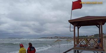 Sahillerdeki Vatandaşlara Uyarı; Denize Girmeyin