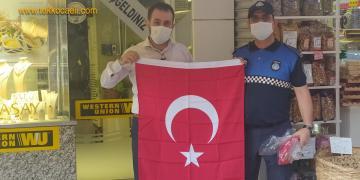 Esnafa Türk Bayrağı Dağıtıldı