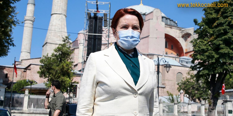 Meral Akşener, Ayasofya'da Namaz Kıldı, Dua Etti