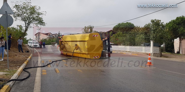 Başiskele Belediyesi'ne Ait Su Tankeri Devrildi