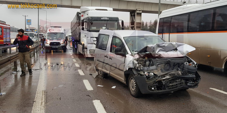 İzmit'te Feci Kaza; Yaralılar Var