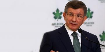 Ahmet Davutoğlu AKP'yi Adeta Topa Tuttu