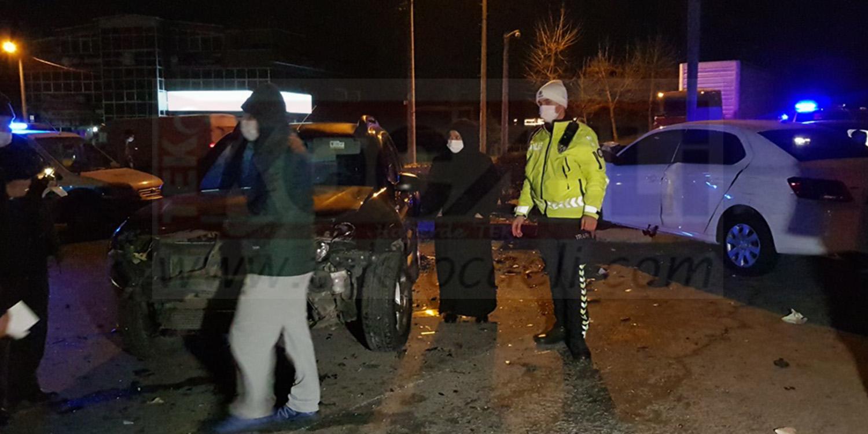 İki Otomobil ve Bir Jeep Çarpıştı; Yaralılar Var