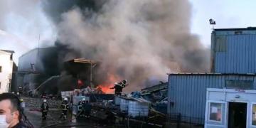 Fabrikada Korkunç Yangın; Patlamalar Oldu