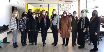 'İYİ' Kadınlar Dur Durak Bilmiyor