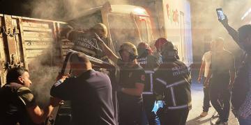 Kontrolü Kaybeden Kamyonet Sürücüsü TIR'a Çarptı