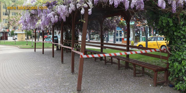 İzmit'te Sosyal Alanlar Şeritlerle Kapatıldı