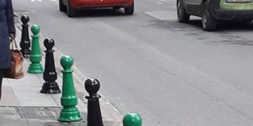 Büyükşehir Belediyesi Yeşil-Siyah Renklerle Boyadı