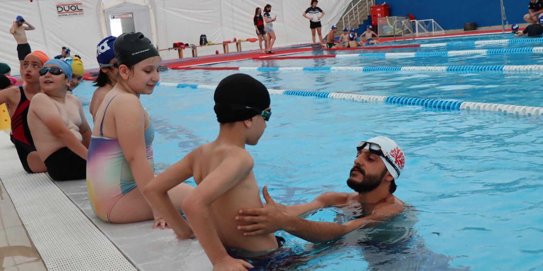 İzmitli Çocuklar Yüzme Öğrenecek; Hem de Ücretsiz…